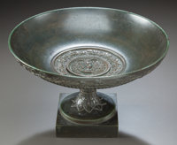A PATINATED BRONZE TAZZA WITH MEDUSA MEDALLION 19th century 7-1/4 inches high x 11-1/2 inches diameter (18.4 x