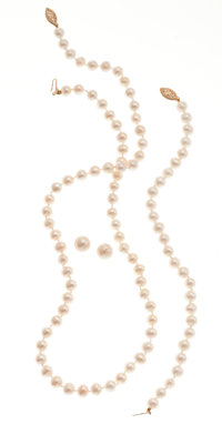Cultured Pearl and Gold Suite