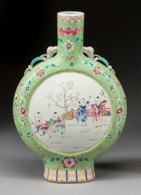A CHINESE PAINTED PORCELAIN PILGRIM JAR Second half 20th century 17-1/2 x 12 x 2-3/4 inches (44.5 x 30.5 x 7.0