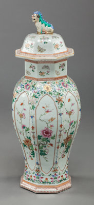 A CHINESE FAMILLE ROSE PORCELAIN COVERED VASE, circa 1900 24-3/4 inches high (62.9 cm)