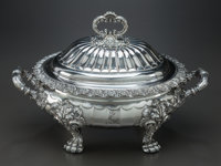 AN ENGLISH SILVER-PLATED COVERED SERVING DISH, circa 1900 11 x 16 x 10-1/4 inches (27.9 x 40.6 x 26.0 cm)  F