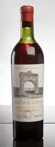 Red Bordeaux, Chateau Leoville Las Cases 1945 . St. Julien. vhs, stampedlabel, wrl, tc-exposing cork. Bottle (1). ... (Total: 1 Btl. )