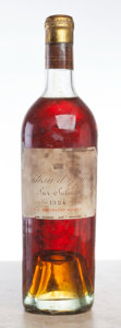 White Bordeaux, Chateau d'Yquem 1924 . Sauternes. ts, bsl, lscl, ambercolor. Bottle (1). ... (Total: 1 Btl. )