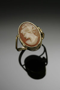 A CAMEO RING WITH WATCH Bucherer  The Swiss cameo locket-ring with watch inside marked Bucherer, oval dial, seventeen