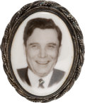 Political:Pinback Buttons (1896-present), Wendell Willkie: Oval Portrait Brooch....