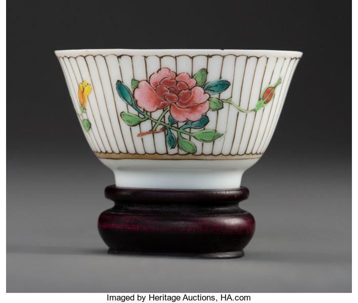 A Chinese Enameled Porcelain Wine Cup, Qing Dynasty