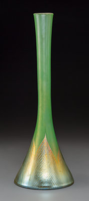 Tiffany Studios Green Favrile and Pulled Feather Glass Beaker Vase Circa 1910. Etched 8306 K, L.C. Tiffany-Favr