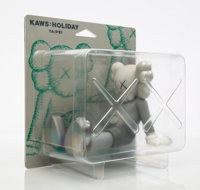 KAWS (b. 1974) Holiday: Taipei (Grey), 2019 Painted cast vinyl 5-1/2 x 7 x 5-1/2 inches (14 x 17