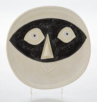 Pablo Picasso (1881-1973) Tête au masque, 1956 Terre de faïence dish with hand painting and partial