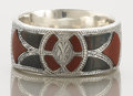 Silver Holloware, British:Holloware, AN EDWARDIAN SILVER AND AGATE NAPKIN RING . Unidentified maker,circa 1915. Marks: (lion passant), (anchor), JC & S, d....