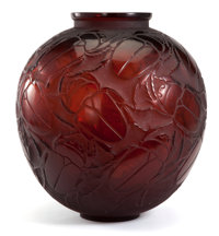 R. LALIQUE 'Gros Scarabees' vase in deep amber glass, circa 1923 Engraved signature 11-3/4 inches (30 cm)