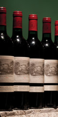 Red Bordeaux, Chateau Lafite Rothschild 1982 . Pauillac. 1bn, 1vhs, 2nl, 1lbsl. Bottle (12). ... (Total: 12 Btls. )