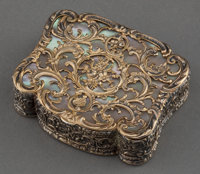 A GERMAN GOLD AND MOTHER OF PEARL SNUFF BOX Maker unknown, Germany, circa 1890 Marks: (effaced) 2-1/2 inch