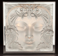 LALIQUE GLASS TABLE LUMINEUSE: MASQUE DE FEMME France, 2006 14 x 13-3/4 x 16-1/2 inches