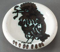 A MADOURA POTTERY CERAMIC BOWL AFTER PABLO PICASSO (SPANISH, 1881-1973): MOUGINS BIRD WITH TUFT
