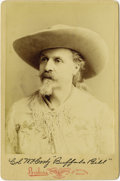 Photography:Cabinet Photos, BEAUTIFUL BUFFALO BILL CABINET CARD WITH FACSIMILE SIGNATURE. Asurprisingly sharp and clean card depicting Col. W.F. Cody i...(Total: 1 Item)