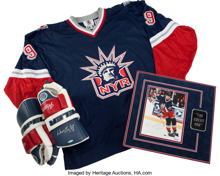 reputable site f421e 75223 Wayne Gretzky Signed Jersey, Gloves and Photograph ...