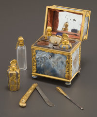 A GEORGE III AGATE AND GOLD FITTED NECESSAIRE Maker unknown, England, circa 1800 Unmarked 3-1/4 inches hig