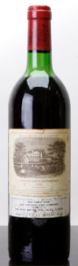 Red Bordeaux, Chateau Lafite Rothschild 1982 . Pauillac. vhs, bsl, nl,wasl, lcc, nc. Bottle (1). ... (Total: 1 Btl. )