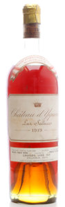 White Bordeaux, Chateau d'Yquem 1919 . Sauternes. ms, lbsl, lnc, lcc, spc, amber color. Bottle (1). ... (Total: 1 Btl. )